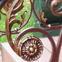 Патинирование WS-Plast золотом по шоколадному цвету краски перил