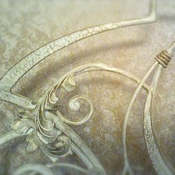 Патинирование легкой золотой бронзой по бежевой кованой кровати