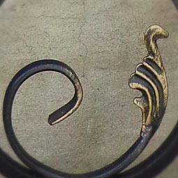 Патинирование золотом WS-Plast отдельных элементов кованых перил черного цвета